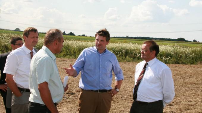 Brandenburgs Landwirtschaftsminister Vogelsänger besucht Wildpflanzenflächen